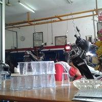 Photo taken at Bengkel Inti Jaya Motor by Johan on 10/13/2012