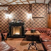 2/15/2017 tarihinde BeauMonde Loungeziyaretçi tarafından BeauMonde Lounge'de çekilen fotoğraf