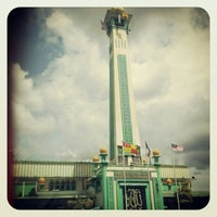 Photo taken at Masjid Jamek Kajang (مسجد جامع كاجڠ) by S Nur Qaseh on 12/27/2012