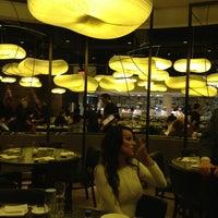 Foto scattata a Nobu Restaurant Caesars Palace da Ron S. il 2/3/2013