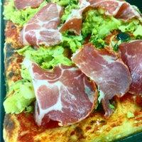 Photo prise au Mamma Mia Pizza & FastGood par Mamma Mia F. le5/13/2015