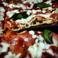 Photo prise au Mamma Mia Pizza & FastGood par Mamma Mia F. le7/8/2013