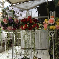 Photo taken at ร้านดอกไม้อากู๋ by Spengg B. on 1/29/2013