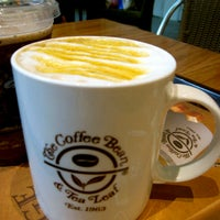 Photo taken at The Coffee Bean & Tea Leaf by Juna W. on 2/8/2013