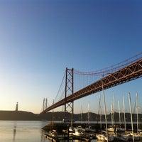 Foto tomada en Ponte 25 de Abril por Andrea G. el 1/23/2013