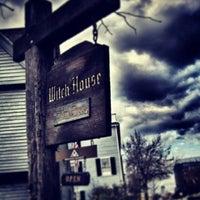 Das Foto wurde bei Witch House von Esteban I. am 10/30/2013 aufgenommen