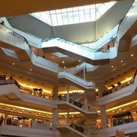 Photo taken at Plaza Shopping by Filipe Anderson L. on 10/27/2012