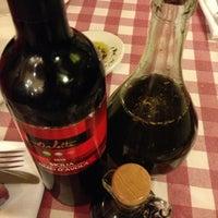 Photo taken at Italianni's Pasta, Pizza & Vino by Rebeca G. on 7/5/2013