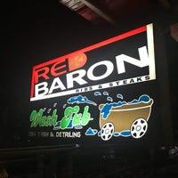 Foto tomada en Red Baron Ribs & Steaks por Clarke B. el 4/16/2018