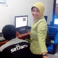 Photo taken at Ruang Redaksi Sinjai TV by Lhela M. on 5/20/2013