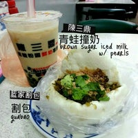 Photo taken at 陳三鼎黑糖青蛙鮮奶創始店 by Jonas on 1/29/2013