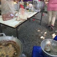 Photo taken at Wat Phan Waen by Nichaporn K. on 11/14/2015