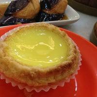 Photo taken at Restoran Jin Xuan Hong Kong Sdn. Bhd. (锦选香港特极点心) by Carolynne Y. on 7/3/2013