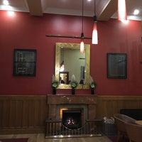 รูปภาพถ่ายที่ The Clarence Hotel โดย Ilona K. เมื่อ 10/1/2018