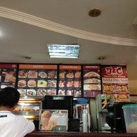 Photo taken at Jakarta Fried Chicken Rumah Sakit Harapan Kita by neng_inna on 8/16/2014