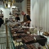 Das Foto wurde bei Mary Chocolaterie von Eldar G. am 11/24/2012 aufgenommen