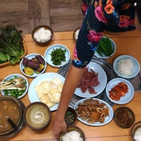 Photo taken at 최만순의 약선요리 Choi Mansoon's Wellbeing Food 崔晚洵的藥膳料理 by Jan K. on 11/3/2013