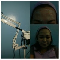 Photo taken at MOLAVE skin care clinic by Malyn F. on 12/27/2013