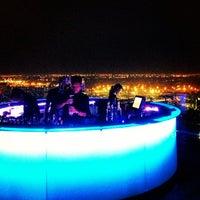 Foto scattata a Octave Rooftop Lounge & Bar da Oliver B. il 8/23/2013