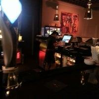 Снимок сделан в The K Lounge, The K Hotel пользователем Abulla A. 11/23/2012