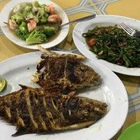 Photo taken at Seafood45 by Dika I. on 10/1/2017