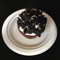 4/6/2013 tarihinde Dennis T.ziyaretçi tarafından Toadstool Cupcakes'de çekilen fotoğraf