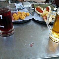 Photo taken at 100 Montaditos by Andriy G. on 8/31/2016