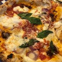 Снимок сделан в Sorbillo Pizzeria пользователем retta 4/14/2018