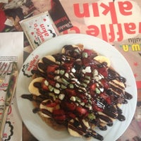 Photo taken at Waffle'cı Akın by Ecenur K. on 4/14/2013