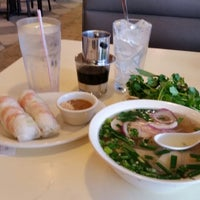 Photo taken at Pho Que Huong by Mindy M. on 2/6/2015