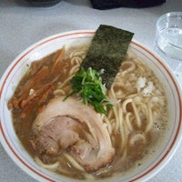 Photo taken at 麺屋白頭鷲 by Yoshi K. on 12/8/2012