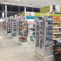 Photo taken at Farmatodo by Luis Henrique M. on 10/22/2012