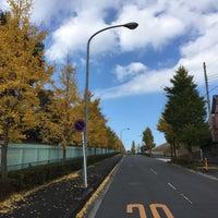 Photo taken at 横浜薬大南門バス停 by 🚶🚶白髪閑人🚶🚶 on 11/29/2016