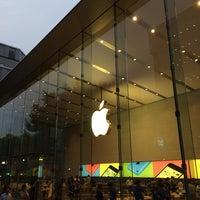 รูปภาพถ่ายที่ Apple Omotesando โดย gotetsu เมื่อ 6/17/2014