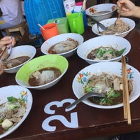 Photo taken at ก๋วยเตี๋ยวเรือ 10 บาท by A'Oomsin ☂. on 10/29/2017