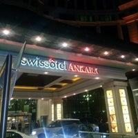 รูปภาพถ่ายที่ Swissôtel Ankara โดย Veli S. เมื่อ 11/16/2012