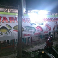 Photo taken at Warung Lamongan Seafood by Wong Tani B. on 7/14/2013