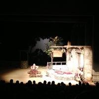 2/28/2013 tarihinde Eniseziyaretçi tarafından Devlet Tiyatrosu Haluk Ongan Sahnesi'de çekilen fotoğraf