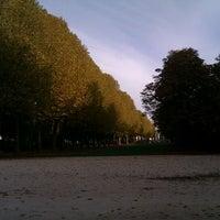Photo taken at Villo! Jubelpark / Parc du Cinquantenaire (067) by Nawfal D. on 10/23/2012