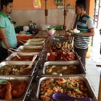 Photo taken at Restoran La Suria by Fikri R. on 10/6/2012