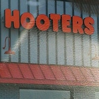 Photo taken at Hooters by UCPLEASURE on 9/27/2012