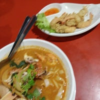 Photo taken at BJ Tomyam & Seafood by Jason C. on 12/18/2016