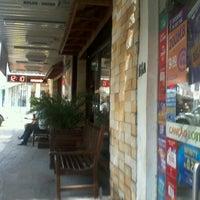 Foto tirada no(a) Café Cremoso por Jhonny P. em 10/28/2012