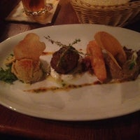 Das Foto wurde bei Julep's New York Bar & Restaurant von Robert F. am 9/27/2012 aufgenommen