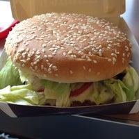 Das Foto wurde bei McDonald's von Amores P. am 10/6/2012 aufgenommen
