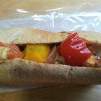 Снимок сделан в The Bread Oven пользователем Grace G. 11/22/2012