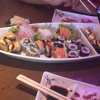 Foto tirada no(a) Inazuma Sushi por Thaís C. em 12/23/2016