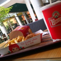 Photo taken at Wendy's by Dindalicious! on 10/6/2012