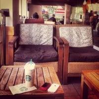 Foto tomada en Starbucks por Kike H. el 10/28/2012