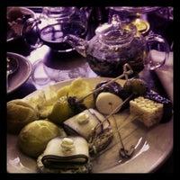 Das Foto wurde bei Empress Lounge von Stephanie D. am 8/24/2013 aufgenommen